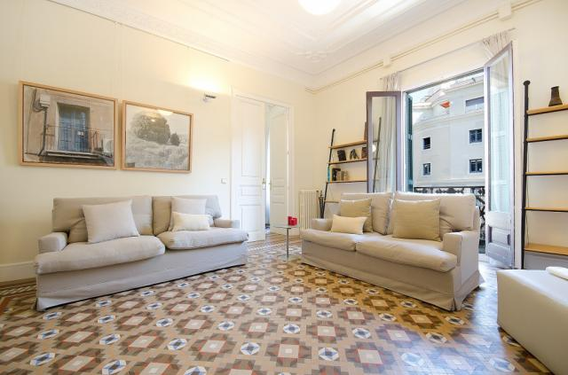 Classic Spanish Flat with original mosaic floors and spacious rooms – B361